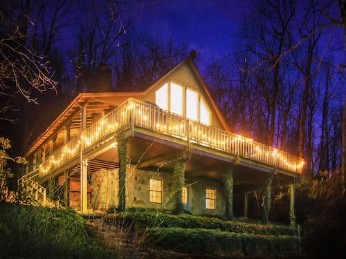 The Blue Ridge Cabin at Pinnacle... Your Perfect Mountain Getaway Awaits!