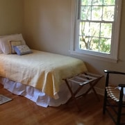 Newly Renovated Chatham 3 Bedroom/2 Bath Retreat