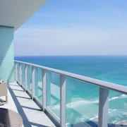 Luxurious one Bedroom Apartment on the Beach, With all the Resort Amenities!!!