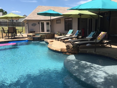 Great Place to stay Pool House on Twin Creeks near Manchaca