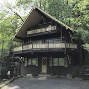 No Fire Damage.. Near Ski Lodge / Hot Tub/ Wifi/ Pool Table/ Pool Access