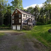 Winter Special! 5 Brms, 2 Mstr Suites, Firepit, Sled Hill, 5 Acre, Stream Pvt!