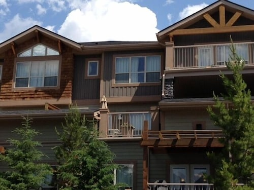 Lovely 3 Bdrm Condo With Breathtaking Mtn Views, Close to Everything!!