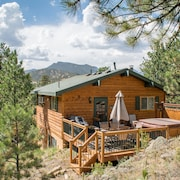 Pine Cone Cabin., Mtn Views, Walk to Town, Private Location, Hot Tub, Wood FP