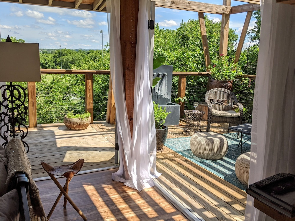 Balcony, Treehouse Vibe! Kayak & SUP Here ALL Year Long Swim, Hike, River Float