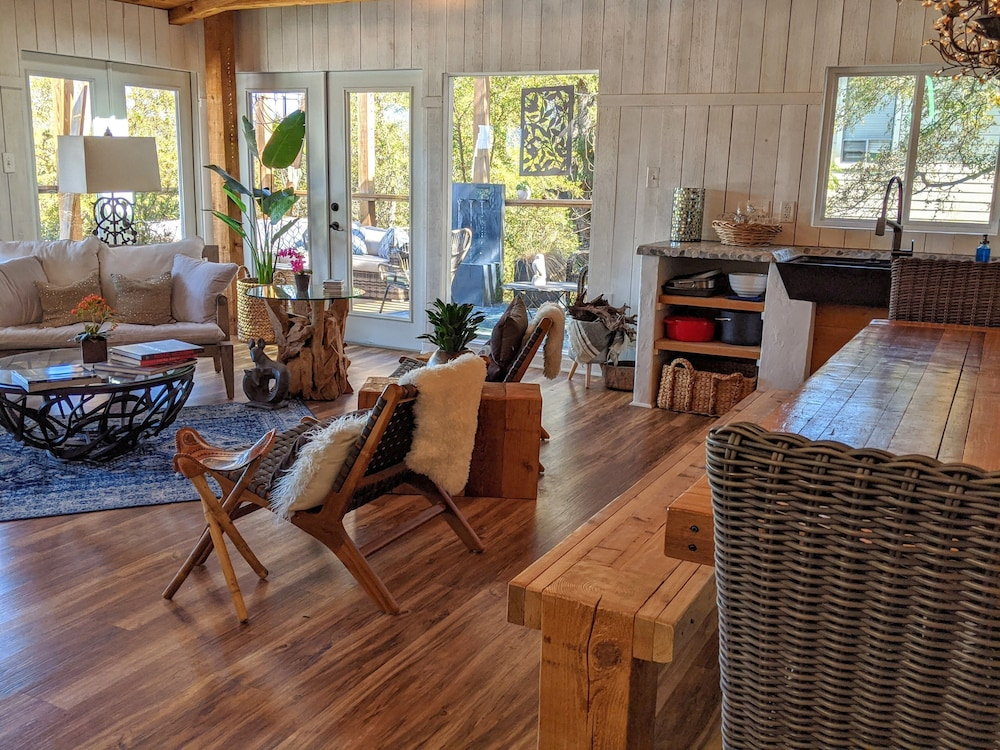 Living Room, Treehouse Vibe! Kayak & SUP Here ALL Year Long Swim, Hike, River Float