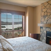 Equinoxe - Tremblant's Platinum Ski-in Ski-out Condo - Amazing Views