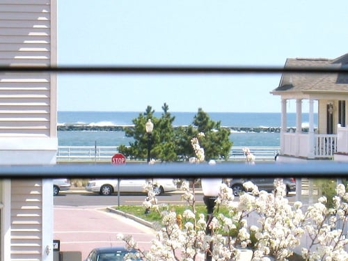 Oceanfront Beach House Walking Distance to Boardwalk , Casino, AC Night Life