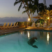 Lahaina Roads #308 - Delightful Oceanfront 1br/1ba and a Perfect Home Base