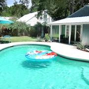 Abby's Guesthouse + Pool: Featured on Hgtv, 1 Block From Main