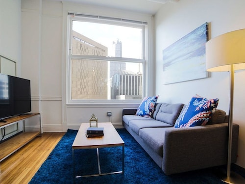 Check Expedia for Availability of Vibrant 2BR in the Chicago Loop