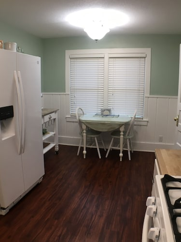Private Kitchen, Clear Lake Bungalow