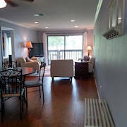 Beautiful 2br/2ba First Floor Waterfront On Lake Conroe!