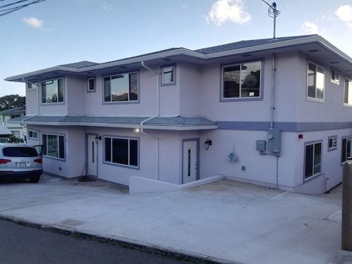 Great Place to stay 2bedr 1bathr new Build 800sqft,close Lots of Restrant Market, Center of Honolul near Honolulu