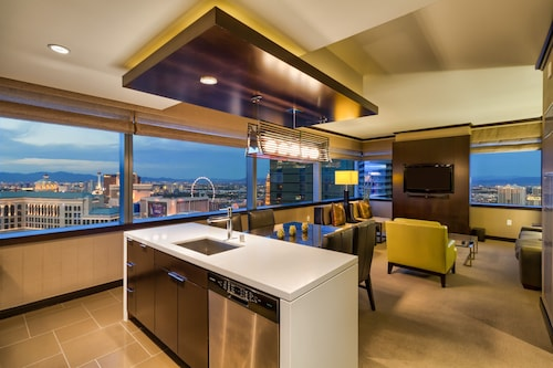 Big 2 BR Vdara Corner Penthouse! Stunner Bellagio Fountain View! Sleeps 6! 42 Fl