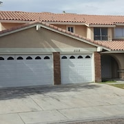 4 Bedroom 2.5 Bath. Close to Airport and the Strip. Sleeps 10 Easy