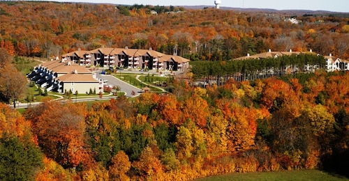 == October 11-18 == Thanksgiving Holiday Week == Luxury Resort 1 hr From Toronto