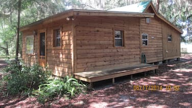1 Bed 1 Bath Pet Friendly Cracker Style Cabin in Historic Orange Springs Florida