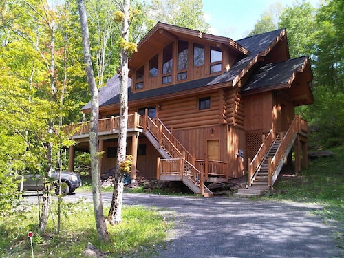 Luxury 4 Season Vacation Lodge: Wi-fi, A/c, Fire-pit, Swim, Ski/ride... Enjoy!!