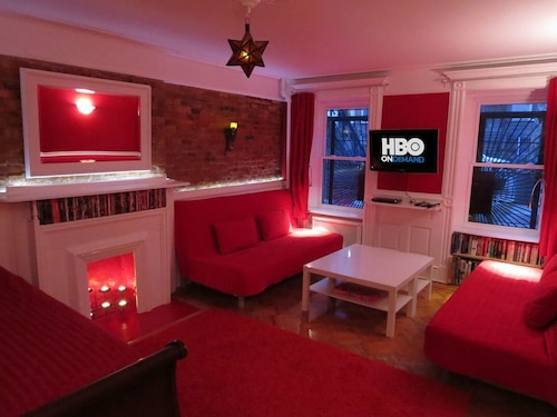 Apt 1of4: Win a Free Night! 5min to Subw/12min Manh; Sleeps8-10; Free Wifi/hbo!