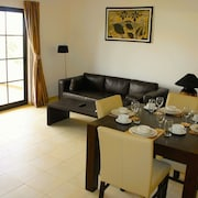 2 Bed Modern Holiday Apartment - Tortuga Beach Resort