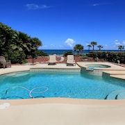 Directly On The Ocean With Jacuzzi & Private Heated Pool