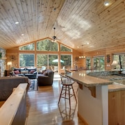 Large Log Home! Views, Game Room w/ Bar, Sauna & Steam rm, Air-con & More!