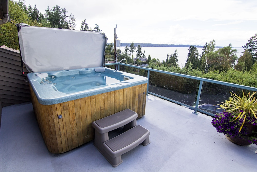 Spa, Private Cottage and Hot Tub, Spectacular Sunset & Mtn Views