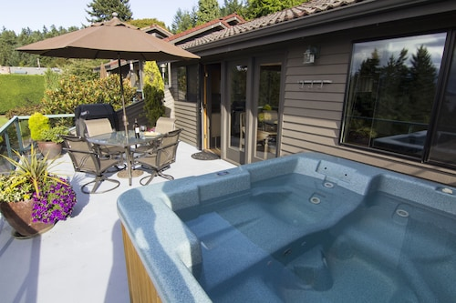Private Cottage and Hot Tub, Spectacular Sunset & Mtn Views
