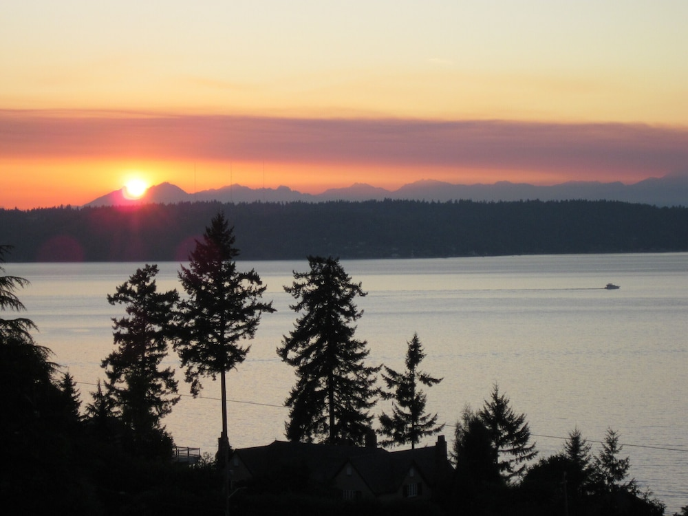 , Private Cottage and Hot Tub, Spectacular Sunset & Mtn Views