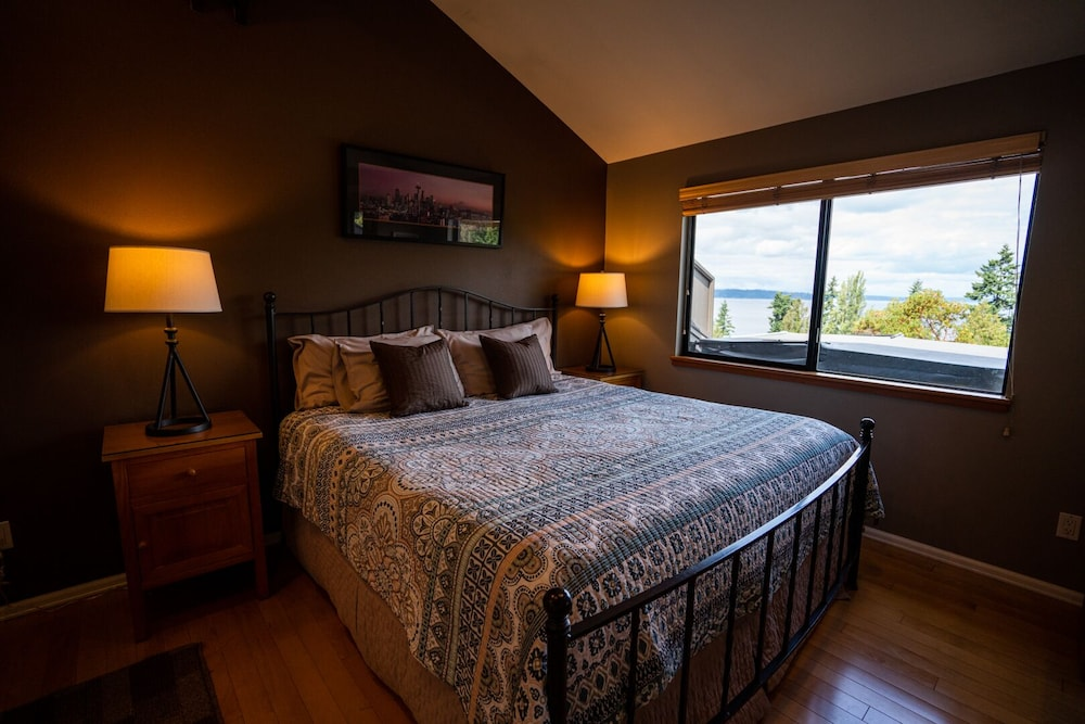 Room, Private Cottage and Hot Tub, Spectacular Sunset & Mtn Views