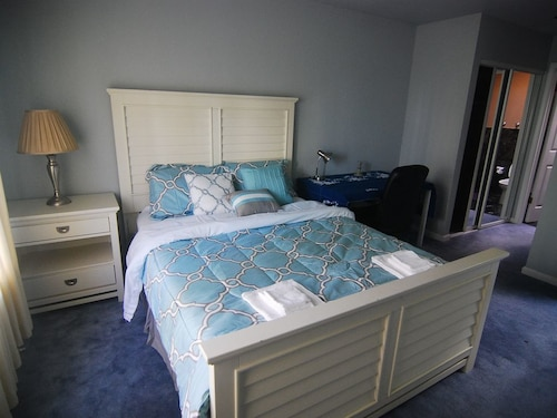 [3e] Master Bedroom Suite With Private Bathroom Near Daly City Bart/ Subway
