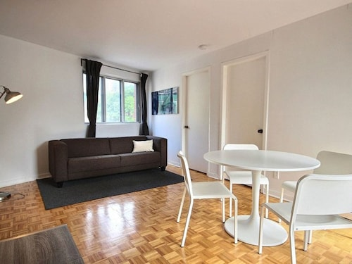 Check Expedia for Availability of Simple 2BR in Festival Quarter