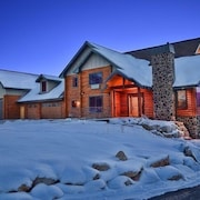 Beautiful LOG Home TO Enjoy Your Family AND Friends