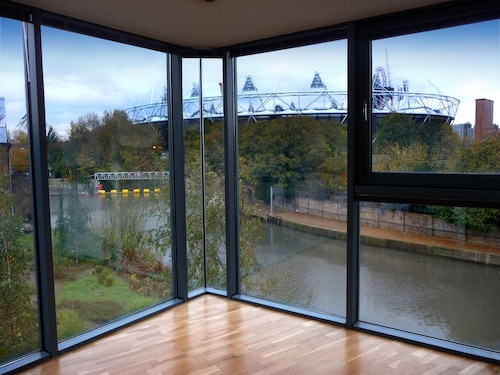Waterside Large 5 Luxury Olympic Park Stratford Bow Hackney Wick Boutique Huge