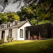 Pet & Family Friendly, Stunning Views of Loch Long, Cinema Room & Log Stove