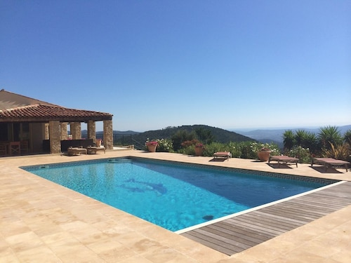 Gated Luxury 7 bed Villa, Large Private Pool, Multi Use Court And Stunning Views