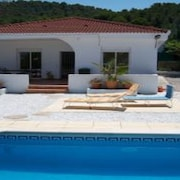 Detached Villa in Enclosed Private Grounds With Wifi and Private Pool