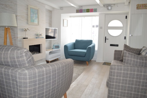 Betty's Cottage St Ives. Grade II Listed Perfect Getaway With Secure Parking
