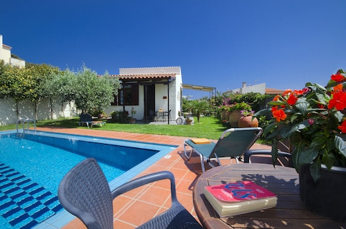 Yiannis Cottage With Private Pool, Special Offers for Remaining Weeks June,july
