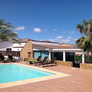 Cobas Villa, Heated Pool FOR Nov. A March. Wifi AND Free Parking