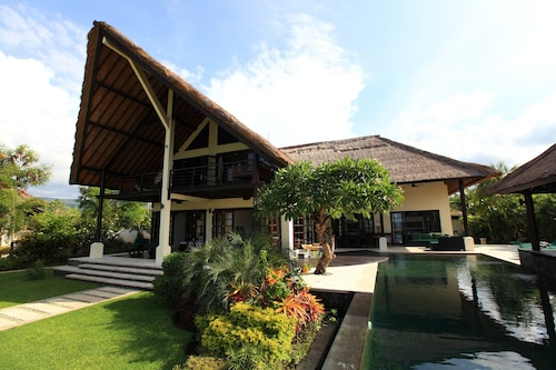 Villa Baruna - Bali Beach Villa With sea View and Free Wifi