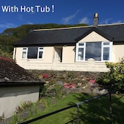 Lovely Cottage in Snowdonia, Private hot Tub, by Mountains & Award Winning Beach