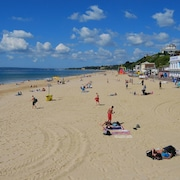 Beautiful 4-star Apartment, In Highcliffe, Dorset England. In Walking Distance