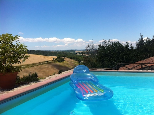 Country House Near Todi and Orvieto With a Pool and a Panoramic View