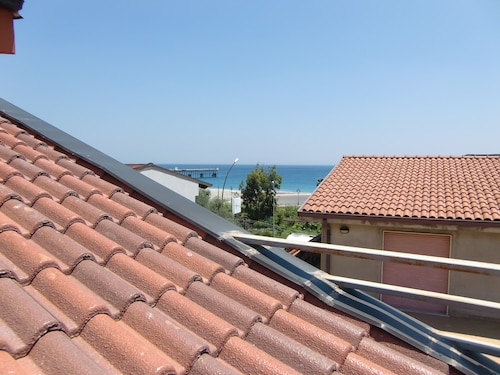 2 bedroom apartment with roof terrace in Siderno Marina, South Italy