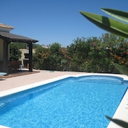 3 Bedroomed Villa With Private Pool Set in a Patio Garden,wifi, Air Conditioning
