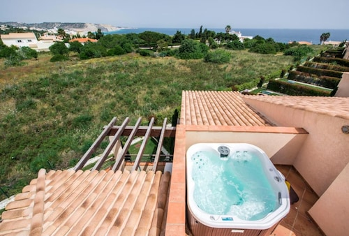 Mar da Luz two Bedroom Apartment With Private Roof Terrace, hot tub and sea View