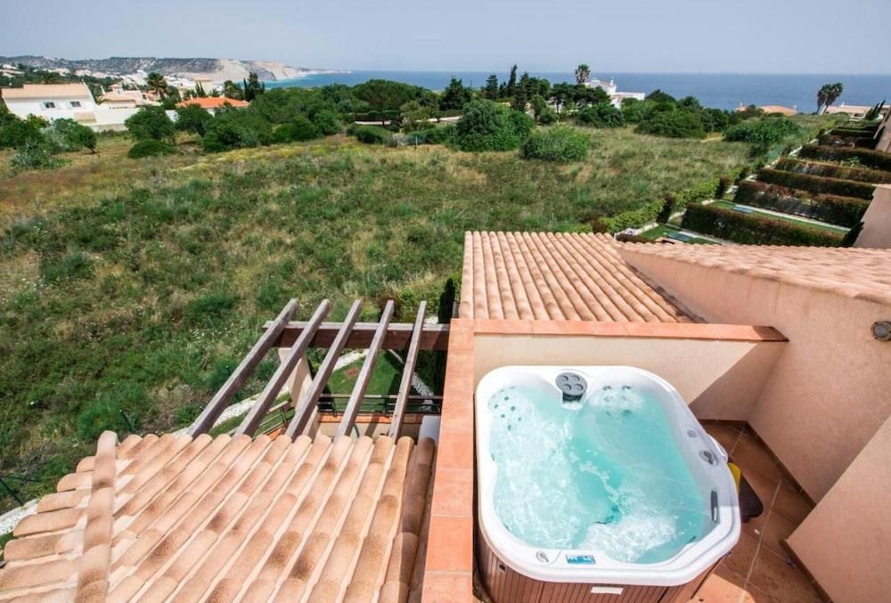 Dakterras Met Jacuzzi : Mar da luz appartement met twee slaapkamers met eigen dakterras