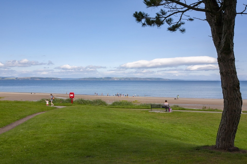 , Atholl Cottage on Nairn Links: Sea View From all Rooms
